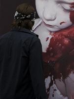 Los-nios-descarnados-del-hiperrealista-Helnwein-impactan-en-Viena