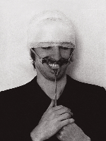 Punkt-Komma-Strich-Hygiene-Museum-zeigt-Gesicht