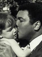 Muhammad-Ali-kisses-Ali-Helnwein-