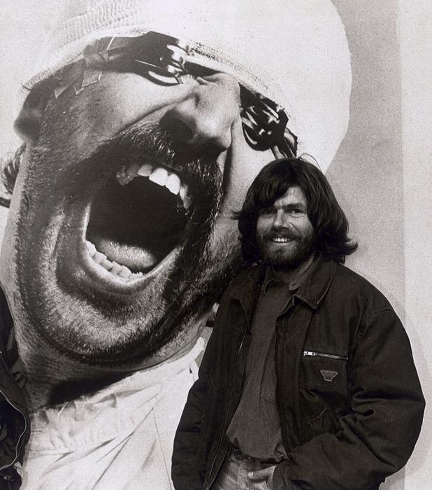Reinhold Messner in der Helnwein-Ausstellung im Münchner Stadtmuseum