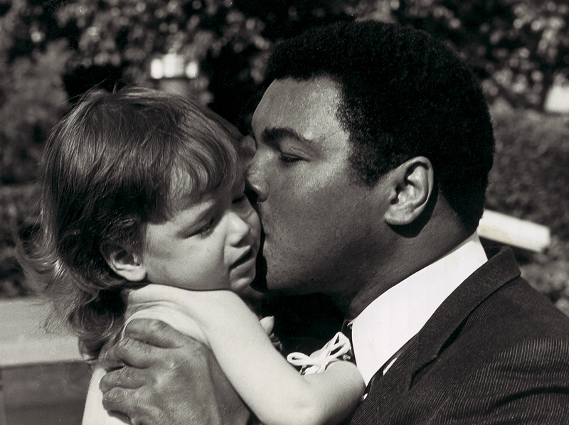 Muhammad Ali kissing Ali Helnwein