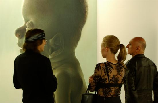 "Sir Ben Kingsley und Alexandra looking at ""Angel, sleeping"""